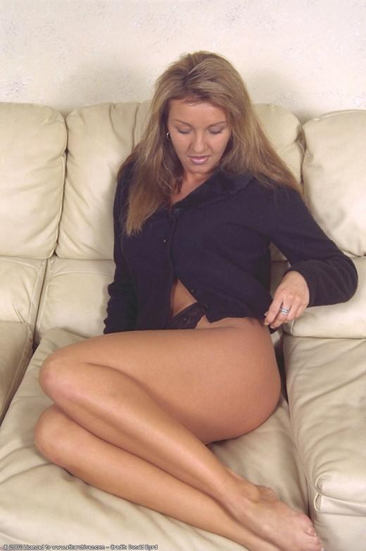 Brown nackt Darla  Strip