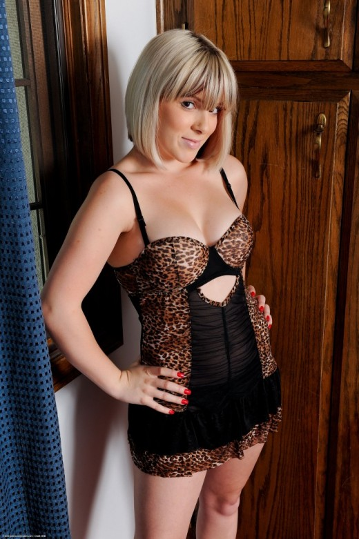 Lady Monroe in lingerie gallery from ATKPETITES