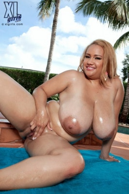 Liza Kohl  nackt