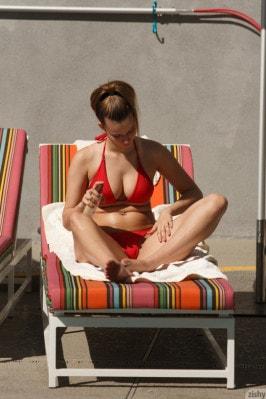 Zoey Lee  from ZISHY